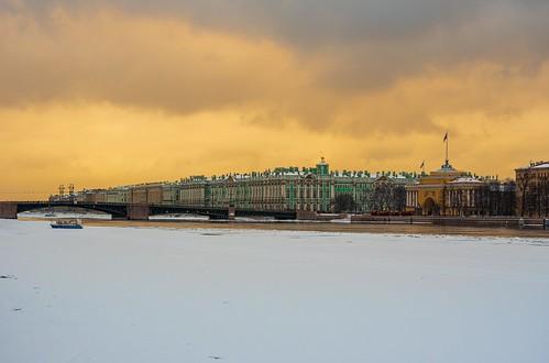 Зимний дворец. Вид с Университетской набережной