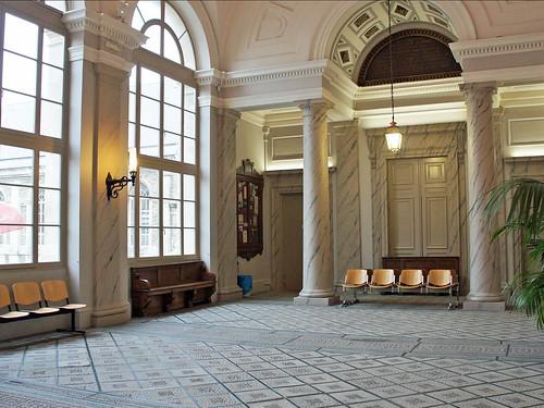 Salle des Pas Perdus du palais de justice