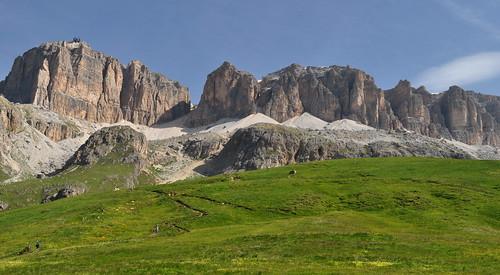 Vue sur le groupe du Sella, col Pordoi, 2239 m, entre le Trentin-Haut-Adige et la Vénétie, Dolomites, Italie.