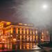 Wiener Musikvereinsgebäude in einer Regennacht