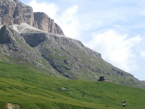 Ossuaire militaire allemand (1937-1959), col Pordoi, 2239 m, entre le Trentin-Haut-Adige et la Vénétie, Dolomites, Italie.
