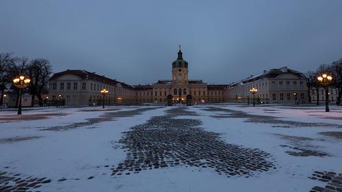 winterliche Abendstimmung am Schloss Charlottenburg