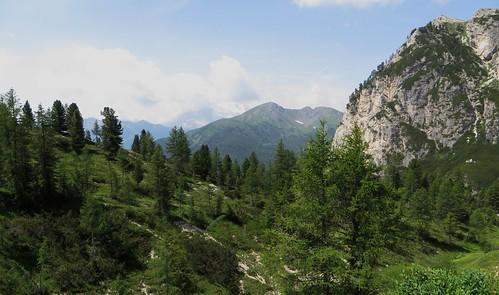 Vue sur le Val Cordevole, col Pordoi, 2239 m, entre le Trentin-Haut-Adige et la Vénétie, Dolomites, Italie.