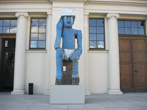 2009 Berlin Volk Ding Zero von Georg Baselitz Holz vor Kunsthalle Hamburger Bahnhof Invalidenstraße 50-51 in 10557 Moabit