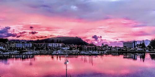 "Ribadesella en rosa. Fot de Manuel Teresa Heredia • <a style=""font-size:0.8em;"" href=""http://www.flickr.com/photos/85451274@N03/50950800541/"" target=""_blank"">View on Flickr</a>"