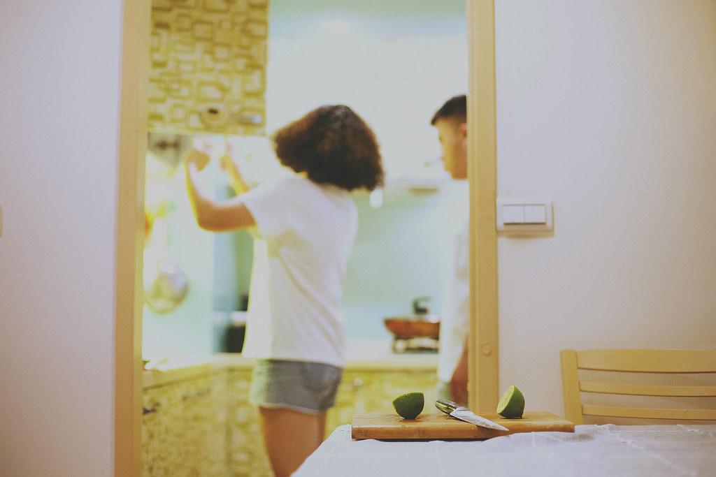 便服婚紗,自助婚紗,台北,自然,家裡,自家,生活化,婚紗照,黑白,做菜.攝影棚拍攝