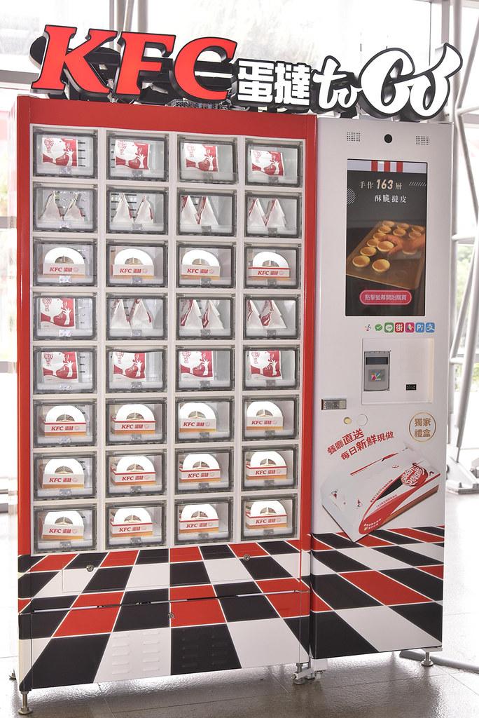(圖十)桃園高鐵站8號出口設置「蛋撻to-Go」自動販賣機