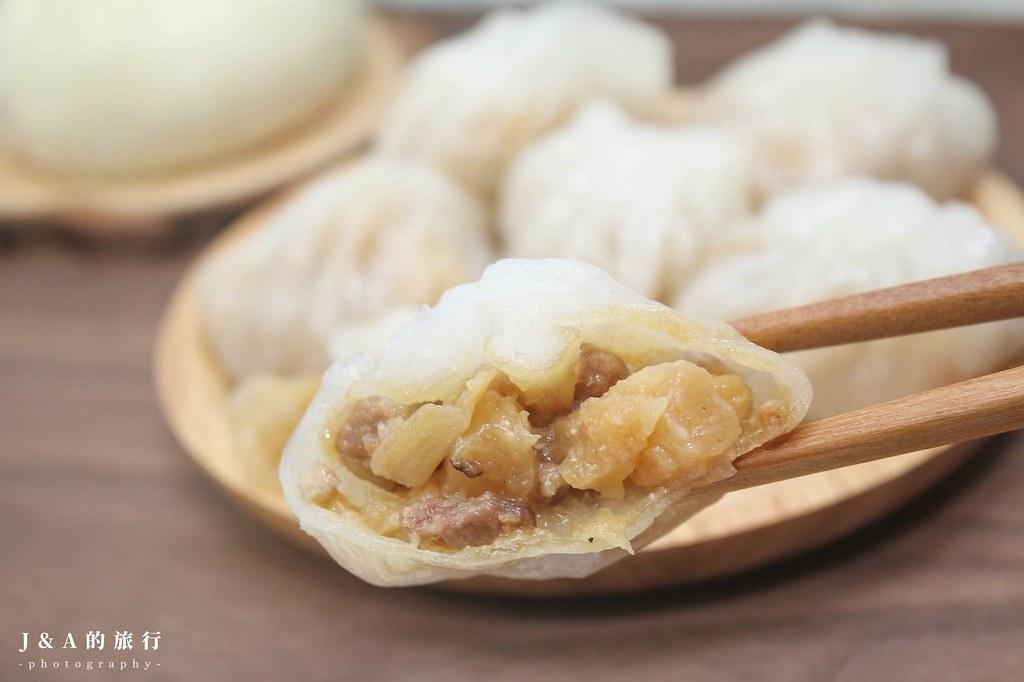 宏美水晶餃。1顆10元的平價小點心,皮薄透Q嫩,內餡鹹香脆口!【西門町美食】 @J&A的旅行