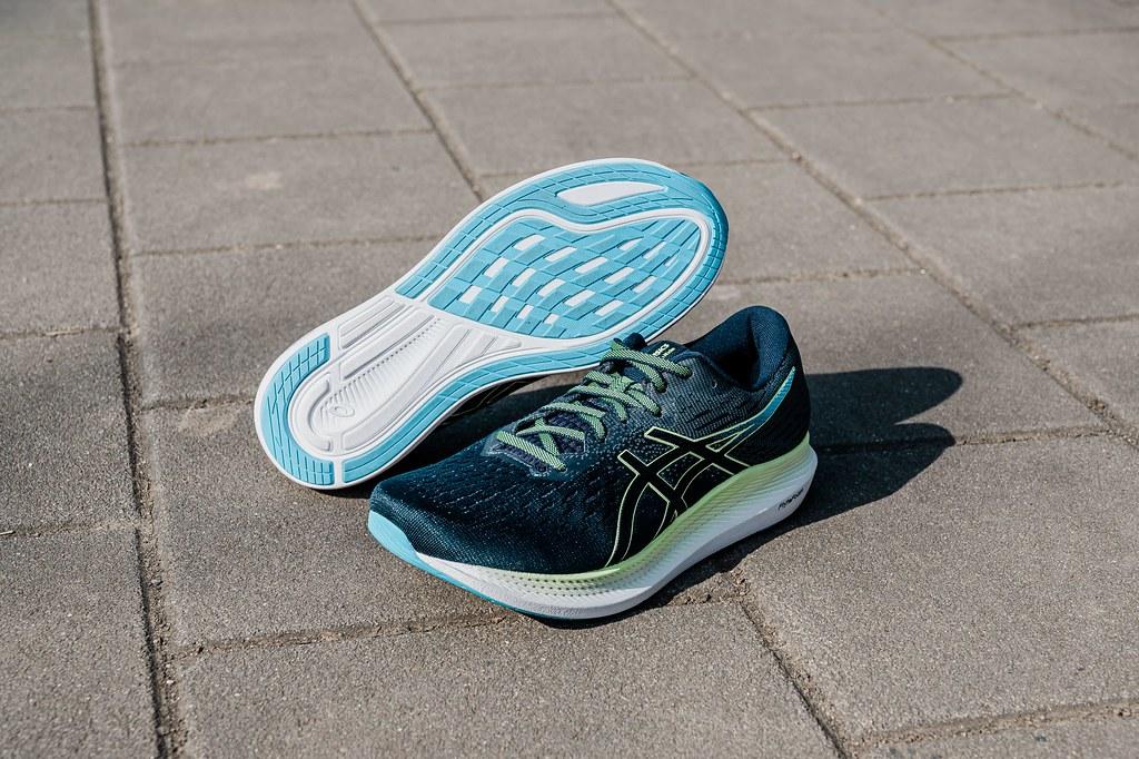 EVORIDE 2搭載低密度FLYTEFOAM 中底,整體鞋款重量相較前一代大幅減輕20g,全面提升跑步舒適性