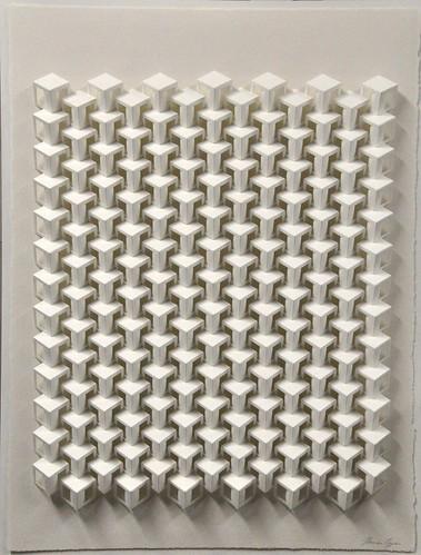 papierrecief met opengewerkte kubus