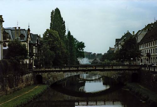 """Straßburg 1987 (02) Pont de la Poste • <a style=""""font-size:0.8em;"""" href=""""http://www.flickr.com/photos/69570948@N04/50984857287/"""" target=""""_blank"""">View on Flickr</a>"""