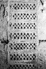 Photo of Air bricks ventilating the drained cavity behind the brick lining wall