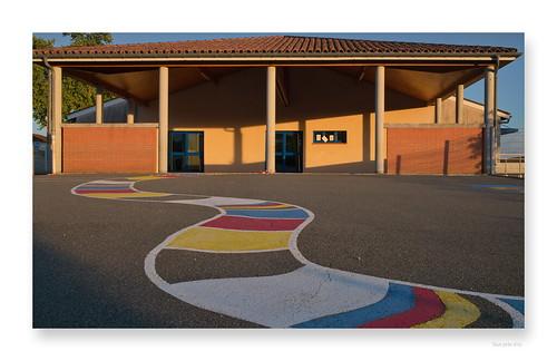 """sur les chemins de l'école • <a style=""""font-size:0.8em;"""" href=""""http://www.flickr.com/photos/88042144@N05/50997160461/"""" target=""""_blank"""">View on Flickr</a>"""
