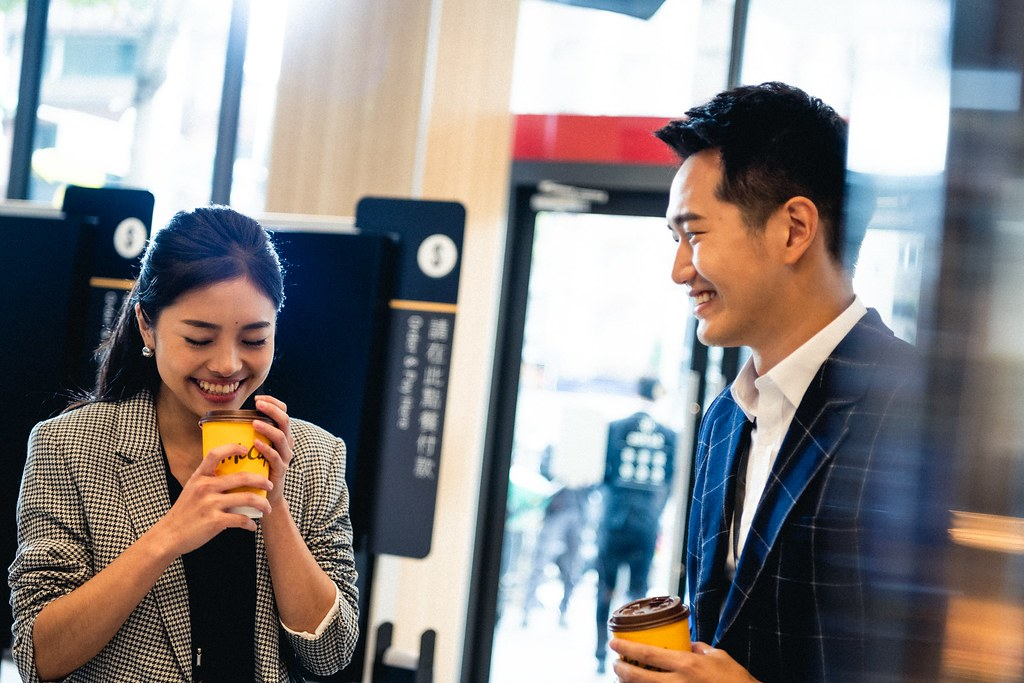 【圖說2】《McCafé:從喝杯咖啡開始》由蕭雅全導演執導,實力派演員陳庭妮、黃健瑋主演。《第一杯:邂逅》為一對陌生男女巧遇、積極爭取開啟對話的故事。