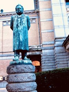 oslo statue of Henrik Ibsen 2007