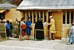 Meiringen - Catherine Doyle, Dame Jean Conan Doyle & Eileen Holman with Albert Kunz (photo by Jean Upton)