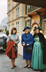 Meiringen - Catherine Doyle, Dame Jean Conan Doyle & Eileen Holman leave the Englischer Hof (photo by Jean Upton)