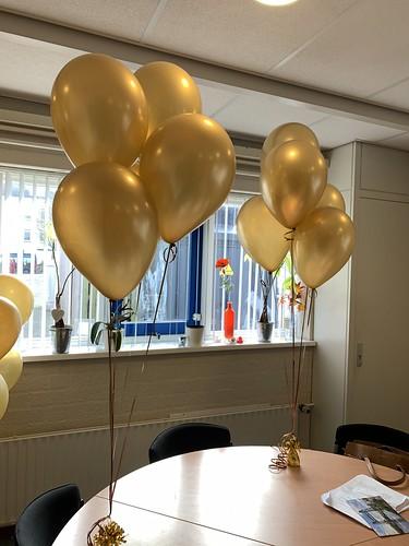 Tafeldecoratie 5ballonnen Goud Metallic Basisschool Willem van Oranje Rotterdam