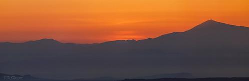 Le soleil qui regarde par le trou de la serrure avant de sortir