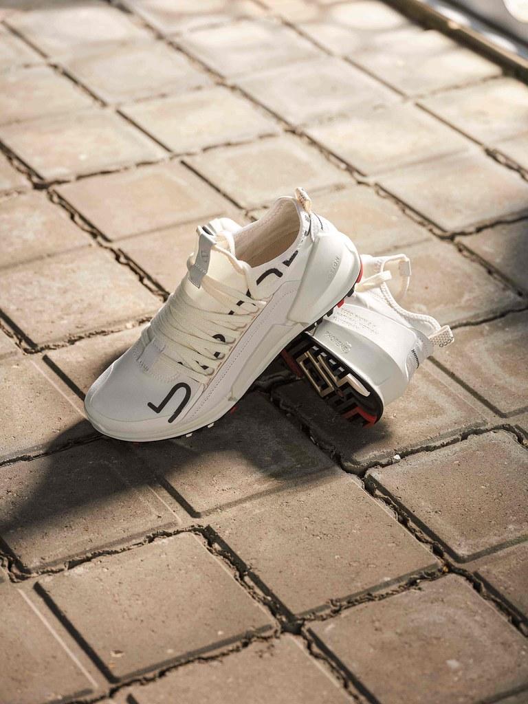 LOGOMANIA款式將BIOM 2.0字樣放大於鞋側,創造復古的潮流感。_女款NT$6,980