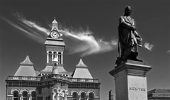 Photo of Grantham Guildhall & Sir Isaac Newton
