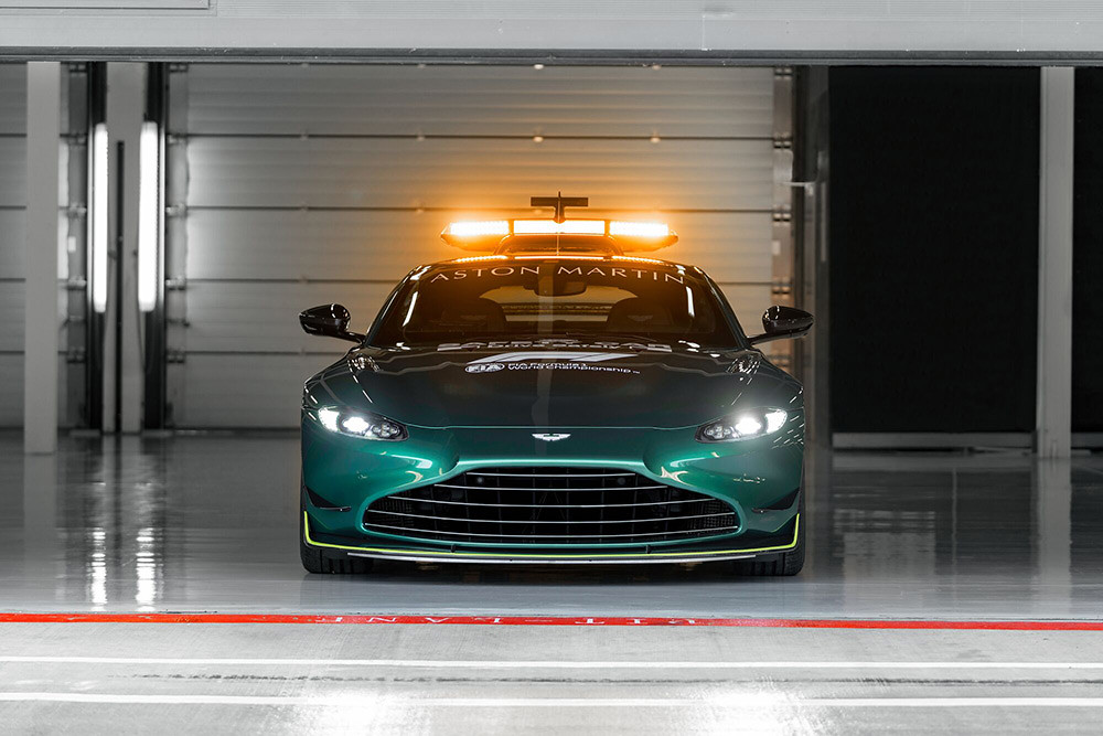 Aston Martin 210312-11