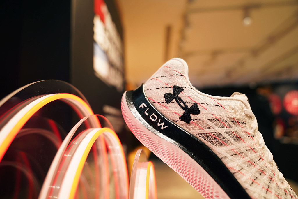 UA推出全新科技跑鞋「UA Flow Velociti Wind」,擺脫橡膠外底大量減輕跑鞋整體重量。