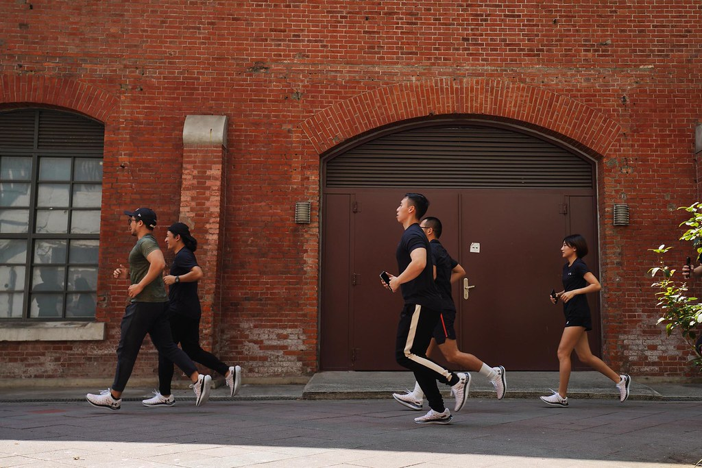 UA跑步教練 Hank搶先帶領跑步愛好者試跑,感受「UA Flow Velociti Wind」完美效能。 (1)