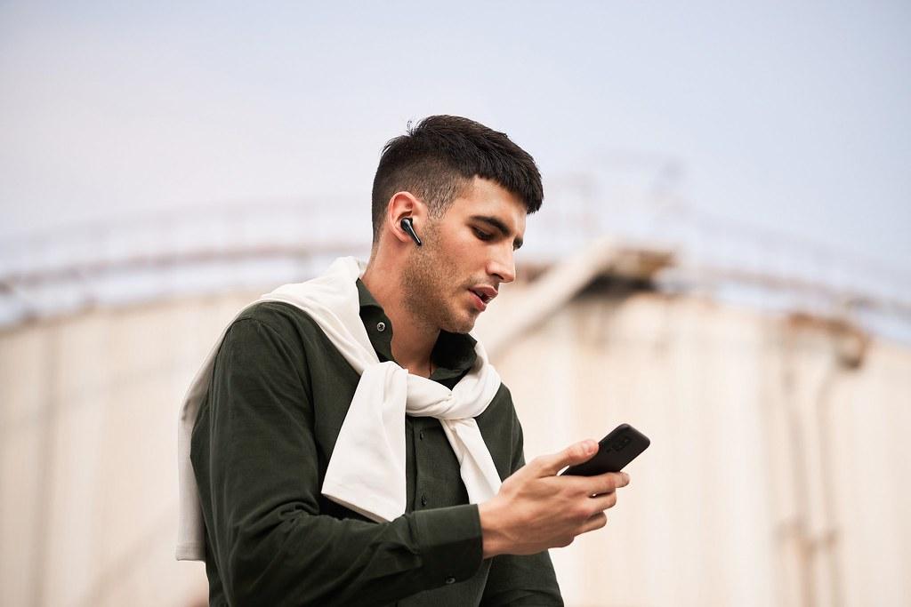 1MORE ComfoBuds Pro主動降噪耳機延續並升級了1MORE ComfoBuds舒適豆耳機輕巧無感的佩戴體驗