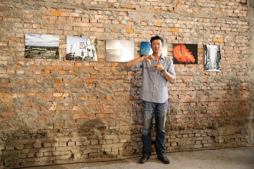內心擁有「老靈魂」的王建民,分享自己很喜歡「老」空間給人的感受,這次攝影展也是由王建民親自挑選在深具文化底蘊的台北大稻埕Olympus Plaza Taipei與台南林百貨與展出。(展逸國際提供)