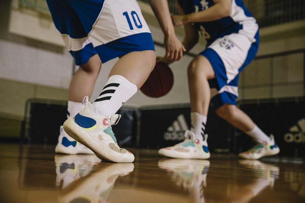 5. adidas相挺文化大學第10年,共同見證四連霸佳績,今年為助力球員們再創顛峰,特別獻上配備adidas劃時代革命性新科技的Harden Vol.5