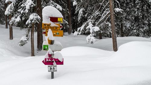Signpost near Ftan