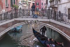 Venedig mit Gondel unter Brücke