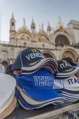 Venedig Markusplatz mit Basecaps