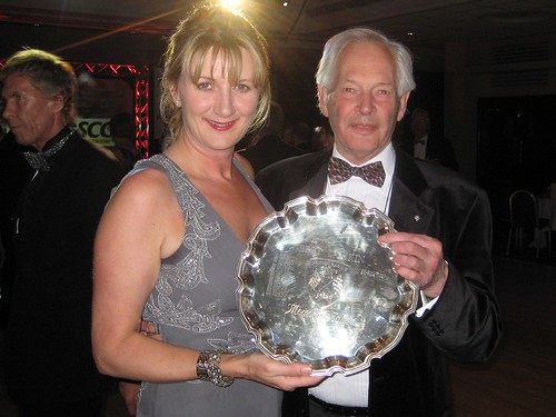 Michael Lindsay receives Bert Lamkin Trophy from Louise Goodman