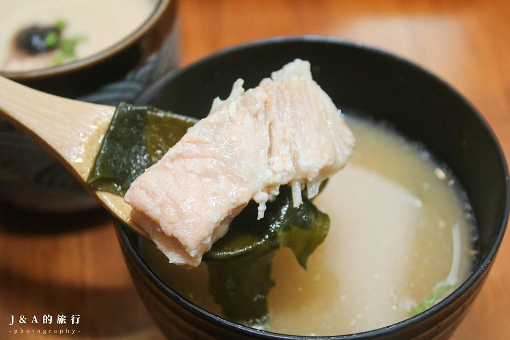 十五郎日式洋食堂。費時48小時熟成的濃郁日式咖哩,鮮嫩飽滿酒蒸蛤蜊必點 @J&A的旅行
