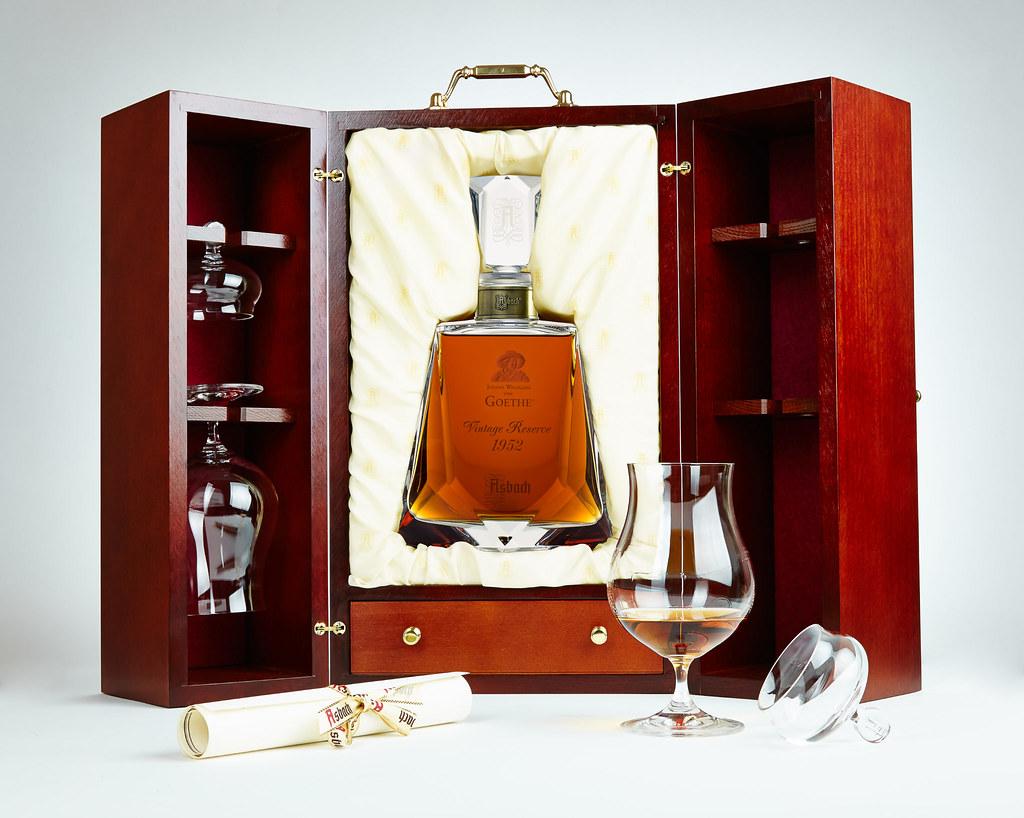 圖4:向德國文豪歌德致敬的Asbach 120週年紀念藏酒,全球限量300件,精緻華美宛如藝術珍品。
