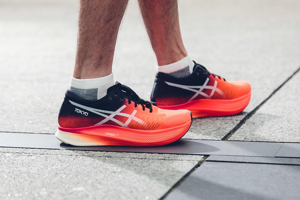 ASICS重新定義跑者類型,針對步幅型選手推出METASPEED SKY鞋款,將於3月31日正式販售