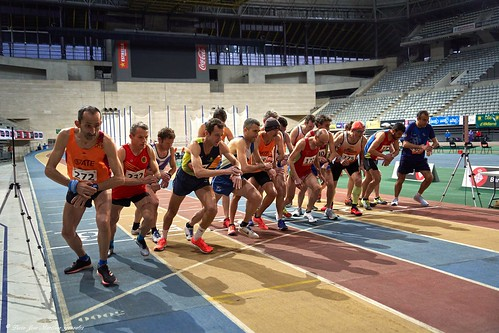 Atletismo Máster. Campeonatos de Cataluña Indoor. Salida de los 3000 metros.