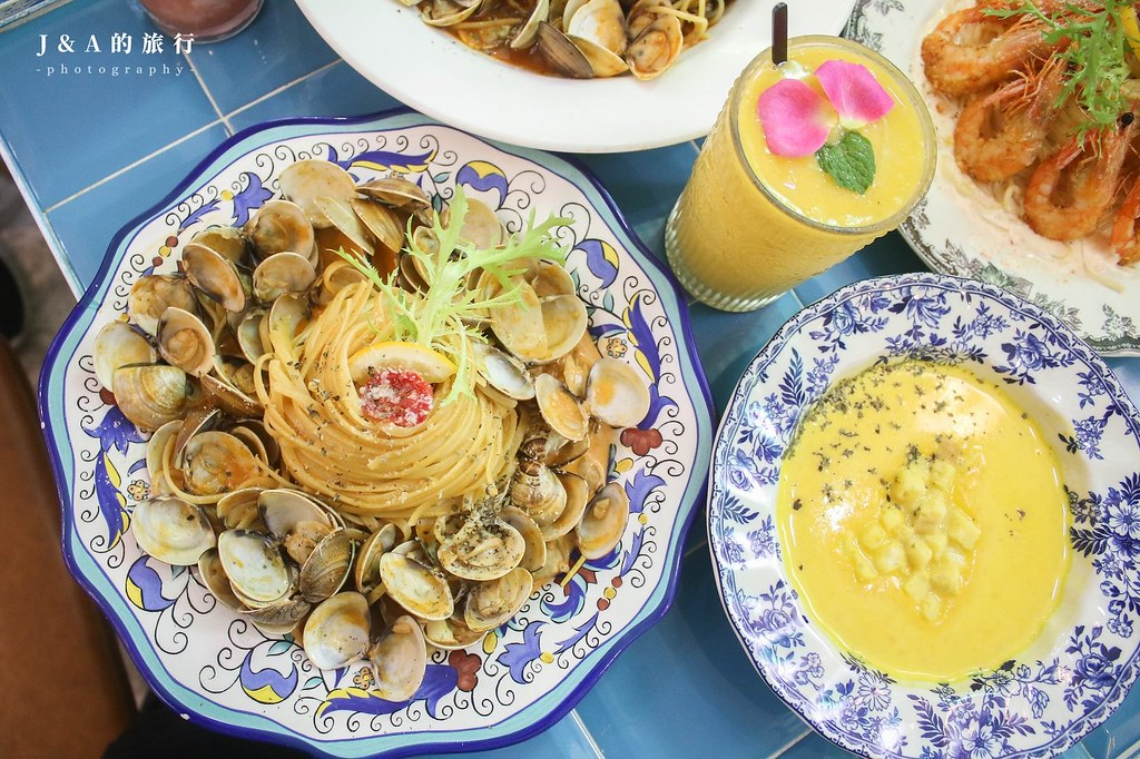 JAI宅。叢林餐廳內有一台麵包車?40顆蛤蜊的爆炸蛤蜊麵超吸睛【西門町美食】 @J&A的旅行