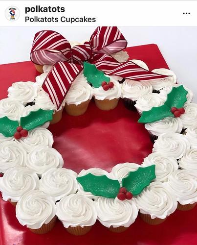 wreath cupcake cake