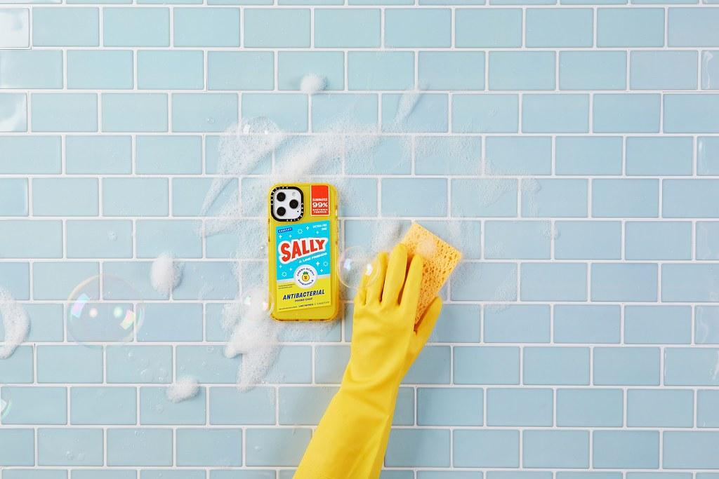 8. LINE FRIENDS x CASETiFY 系列以「清潔」為設計主題,將專利抗菌技術引入各種單品中