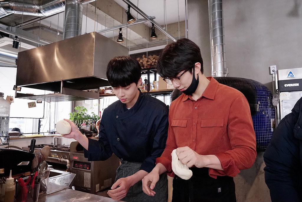 002【致我的星星】劇照_孫宇賢(右)與金江珉(左)上演甜蜜料理談情