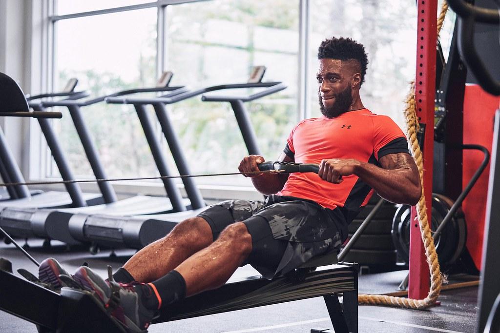 UA RUSH訓練系列透過創新礦物纖維布料,幫助運動者提升運動強度與耐力。