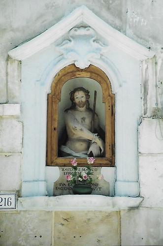 Trani, Street tabernacle, Man of Sorrows