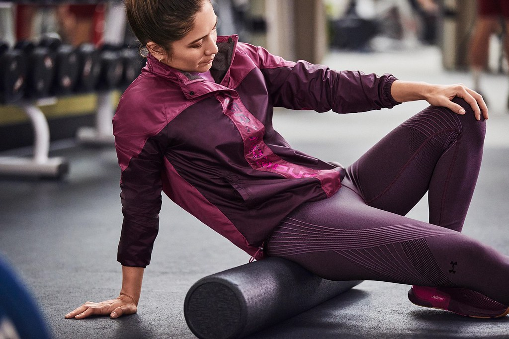 UA RECOVER恢復系列服飾中蘊含礦物科技的六角形印花,幫助運動員在生活中無時無刻進行修復。