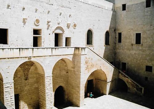 Trani, Piazza Re Manfredi, Castello Svevo