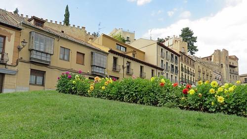 Edificios, Paseo Santo Domingo de Guzmán, Segovia, Spain