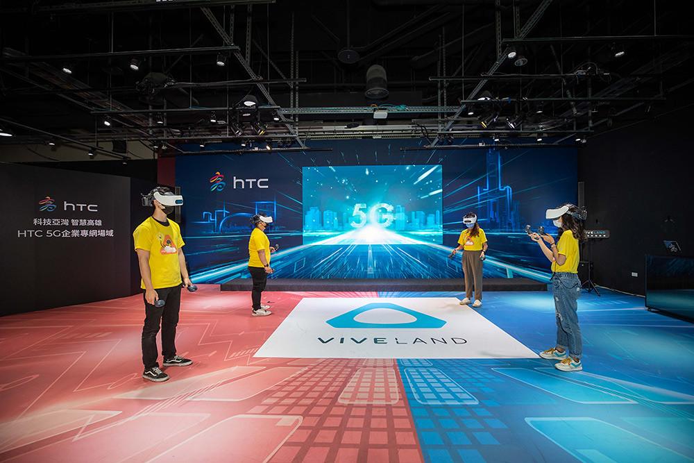 HTC新聞照-現場透過5G專網體驗國內新創團隊自製多人連線遊戲-魔法夜派對