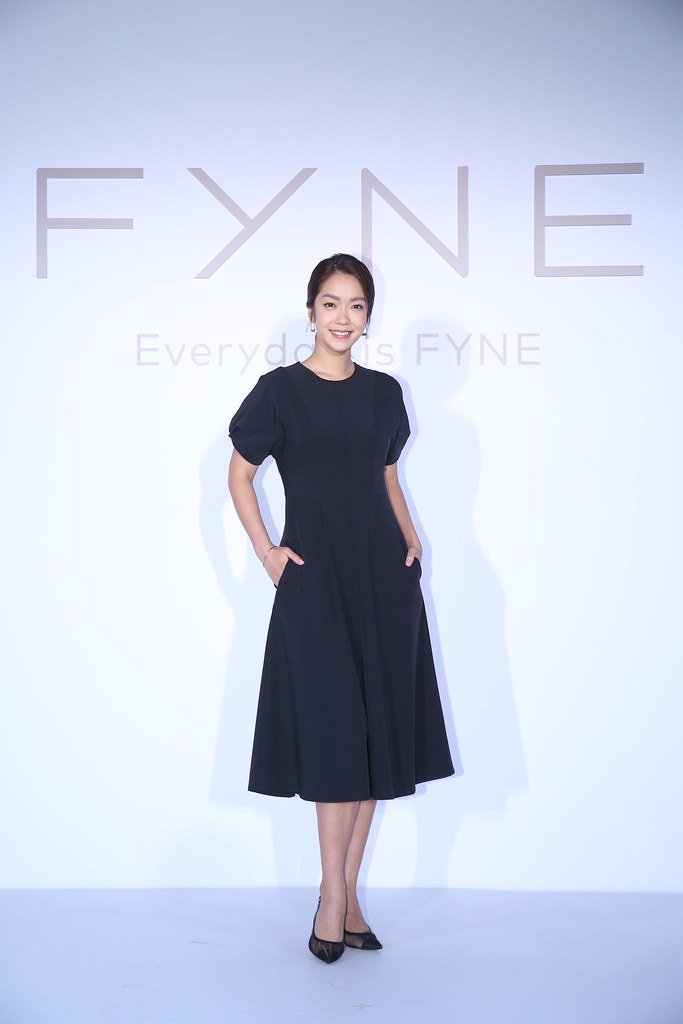 李霈瑜(大霈)表示 實際體驗FYNE 100%無限循環T恤與襯衫後,發現不論是剪裁線條,抑或面料的觸感和舒適,色系的實穿百搭,都很難想像這是100%以回收衣物再製的服裝。